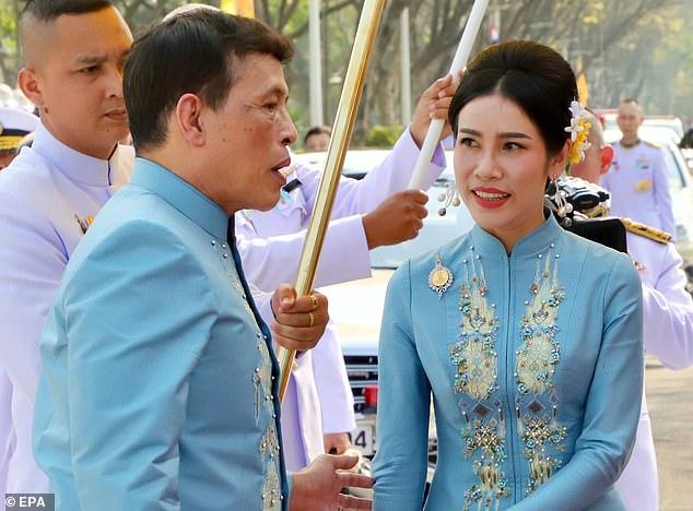 https: img.okezone.com content 2021 01 27 18 2351513 setelah-diterpa-kasus-bocornya-foto-selfie-telanjang-raja-thailand-kembali-angkat-permaisuri-jadi-ratu-kedua-5dfMQzJDcl.jpg
