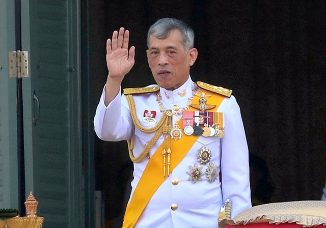 https: img.okezone.com content 2021 01 27 18 2351544 belum-pernah-terjadi-sebelumnya-raja-thailand-dikritik-tunda-peluncuran-vaksin-covid-19-NUxu0MPEDK.jpg