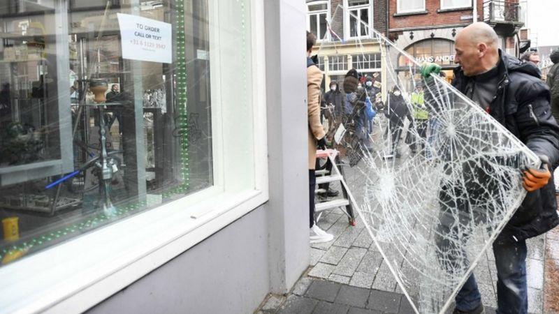 https: img.okezone.com content 2021 01 27 18 2351685 menyusul-aksi-kekerasan-yang-berujung-penjarahan-belanda-tetap-tidak-akan-cabut-aturan-jam-malam-kjEs6VrSwW.jpg