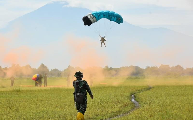 https: img.okezone.com content 2021 01 27 337 2352023 pesawat-hercules-terbang-rendah-bawa-pasukan-elite-paskhas-ada-apa-kO71OFburK.jpg