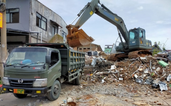https: img.okezone.com content 2021 01 27 340 2351808 korban-meninggal-akibat-gempa-di-sulbar-capai-105-orang-8dZIbVDDaZ.jpg