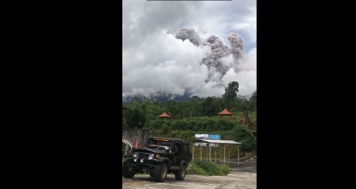 https: img.okezone.com content 2021 01 27 510 2351764 gunung-merapi-meletus-bpptkg-statusnya-siaga-dengan-potensi-bahaya-WMRQbrUhpV.jpg