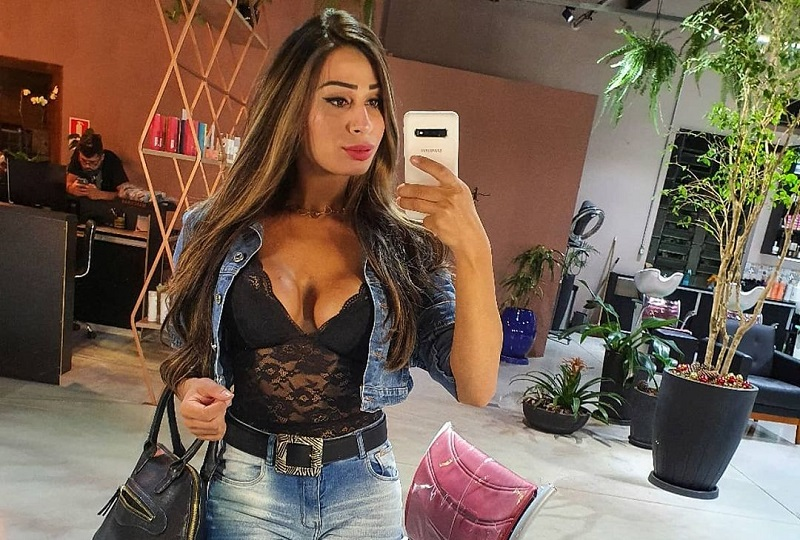 https: img.okezone.com content 2021 01 28 194 2352310 5-foto-selfie-seksi-natacha-rodrigues-selingkuhan-cristiano-ronaldo-bBmex2deHi.jpg