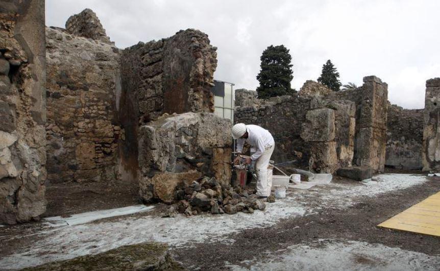https: img.okezone.com content 2021 01 28 406 2352245 museum-pompeii-pamerkan-koleksi-terbaru-artefak-romawi-kuno-JHjwrKgXy4.JPG