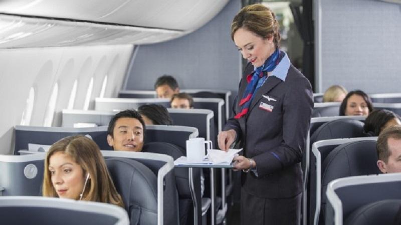 https: img.okezone.com content 2021 01 28 406 2352615 viral-perempuan-larang-penumpang-pesawat-turun-teriak-ketika-diterobos-2cDoKfnbE2.jpg