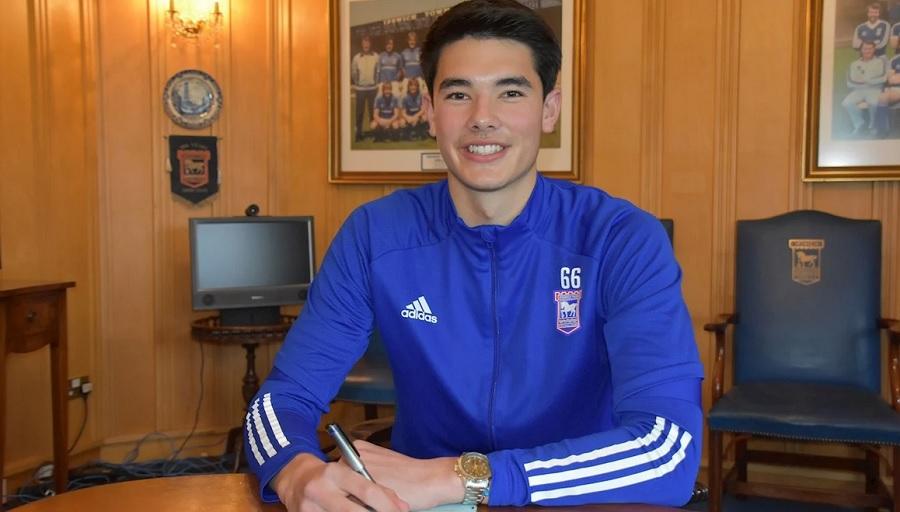 Resmi! Elkan Baggott Tanda Tangan Kontrak Profesional Pertama dengan  Ipswich Town : Okezone Bola