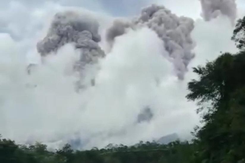 https: img.okezone.com content 2021 01 28 510 2352085 5-fakta-gunung-merapi-meletus-sejumlah-daerah-diguyur-hujan-abu-a1CTQu5cD2.jpg