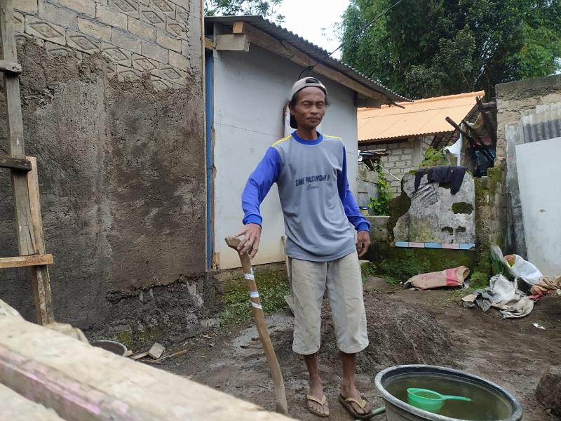 https: img.okezone.com content 2021 01 28 525 2352611 dahsyatnya-sesar-lembang-2011-di-kampung-muril-guncangan-3-3-m-rusak-ratusan-rumah-rP24XnkToJ.jpg
