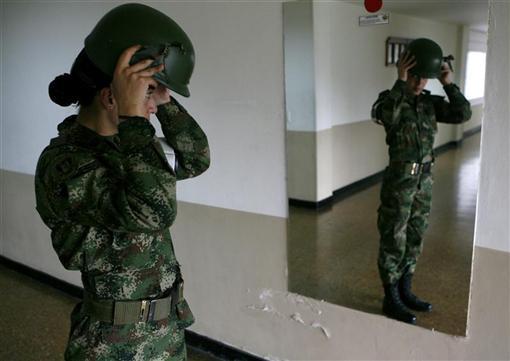 https: img.okezone.com content 2021 01 29 18 2352749 kabar-bahagia-perempuan-boleh-gerai-rambut-dan-pakai-kuteks-di-militer-as-U5wfggrQRK.jfif