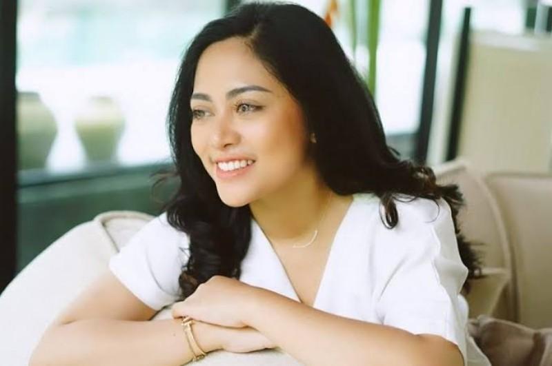 https: img.okezone.com content 2021 01 29 194 2352682 tampilan-baru-rachel-vennya-tanpa-hijab-tetap-anggun-kok-fYD6Y82SMG.jpeg