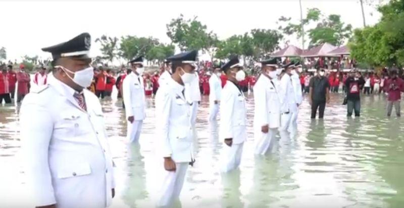 https: img.okezone.com content 2021 01 29 340 2352791 unik-pelantikan-kepala-desa-dilakukan-di-laut-DrER6rL863.jpg