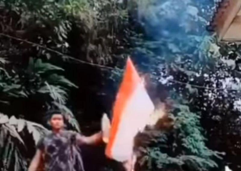 https: img.okezone.com content 2021 01 30 337 2353573 viral-video-pria-bakar-bendera-merah-putih-polri-turun-tangan-xas9nc7BzQ.jpg