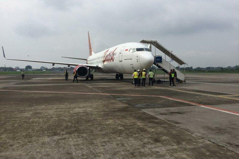 https: img.okezone.com content 2021 01 30 406 2353515 dua-pesawat-tujuan-semarang-mendarat-darurat-di-bandara-adi-soemarmo-GdkWq0eCUB.jpg