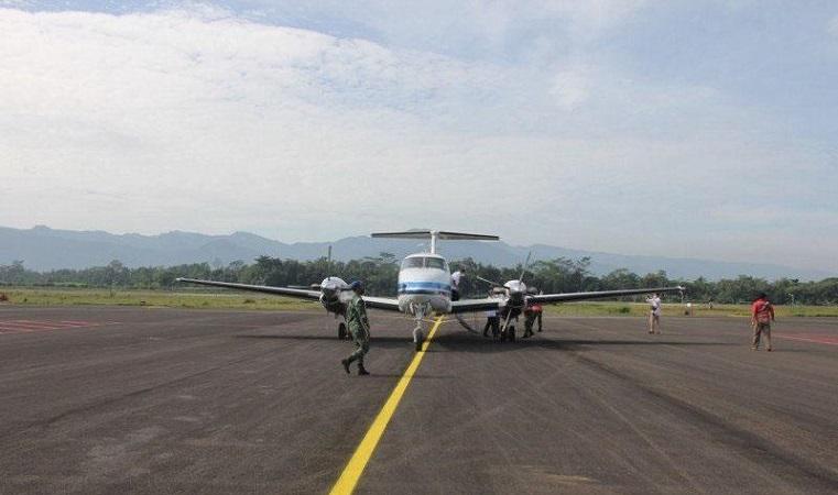 https: img.okezone.com content 2021 01 31 512 2354065 pesawat-mendarat-perdana-di-bandara-jb-soedirman-purbalingga-Y7VrmvLZOf.jpg