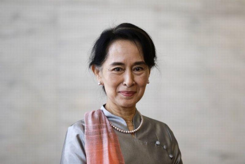 https: img.okezone.com content 2021 02 01 18 2354231 aung-san-suu-kyi-ditangkap-militer-myanmar-ambil-alih-kekuasaan-5DEmmVp3Yk.jpg