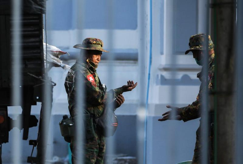 https: img.okezone.com content 2021 02 01 18 2354369 kudeta-militer-di-myanmar-500-wni-dalam-keadaan-baik-dan-aman-CqHvdhNOWQ.jpg