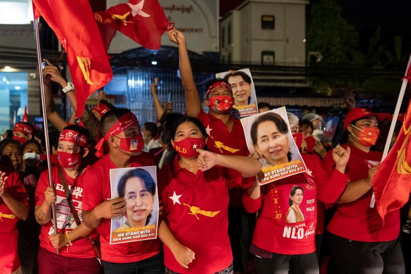 https: img.okezone.com content 2021 02 01 18 2354497 myanmar-kudeta-militer-kemenlu-pastikan-wni-dalam-keadaan-aman-7OthFhRETJ.jpg