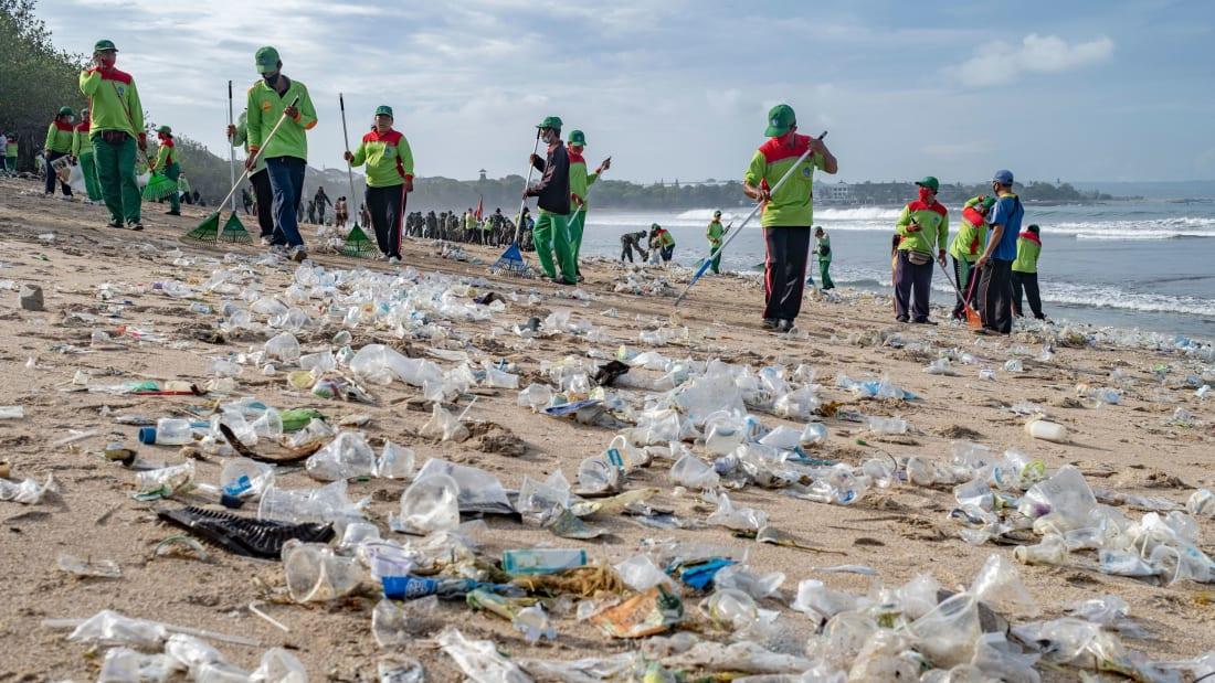 https: img.okezone.com content 2021 02 01 320 2354663 pelaku-usaha-diharapkan-terapkan-bisnis-hijau-sampah-jadi-bahan-baku-ekonomi-EkvIexYcaU.jpg