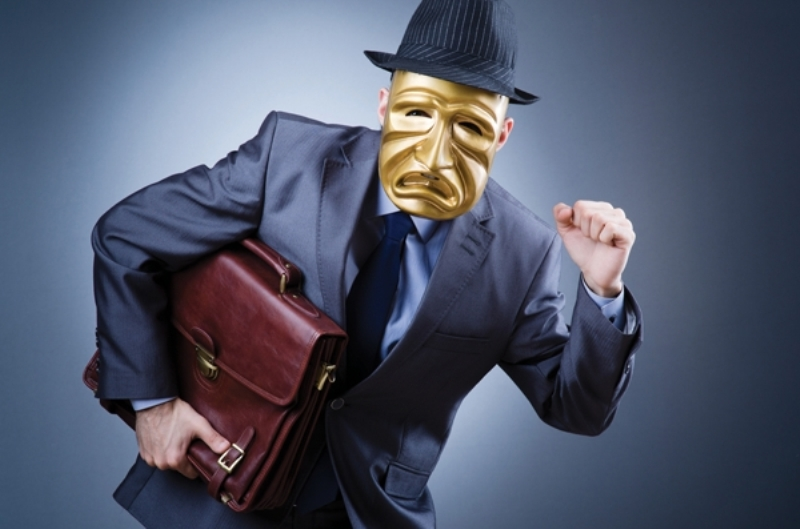 https: img.okezone.com content 2021 02 01 338 2354468 polisi-buru-bandit-yang-sekap-2-karyawan-minimarket-bekasi-TlWpwdzFt0.jpg