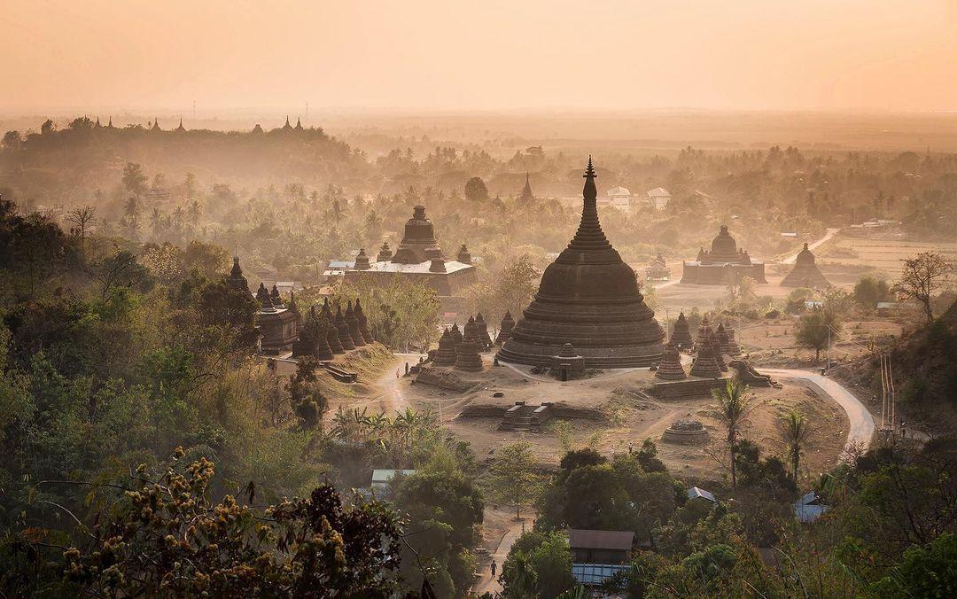 https: img.okezone.com content 2021 02 01 408 2354649 7-destinasi-wisata-populer-di-myanmar-pagoda-hingga-gua-laba-laba-obhUXsEtHM.jpg