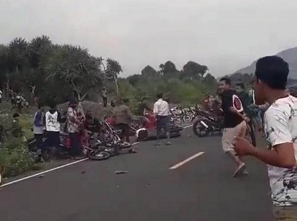 https: img.okezone.com content 2021 02 01 519 2354088 viral-video-pembalap-liar-tabrak-2-pengendara-motor-di-jember-WvtOwhMVoY.jpg
