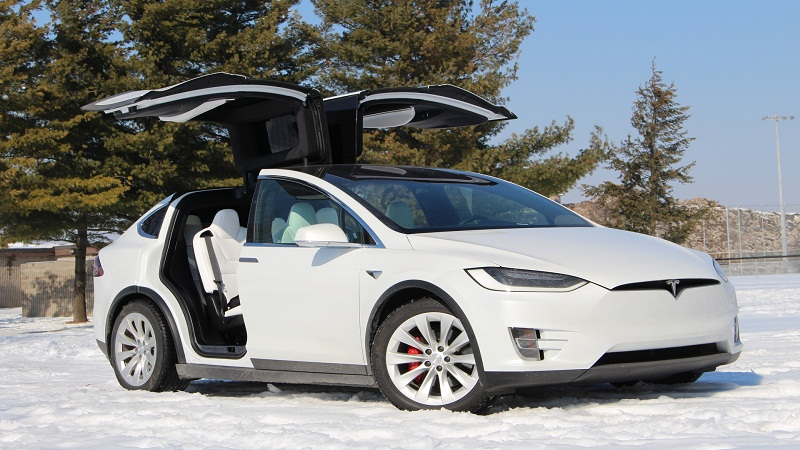 https: img.okezone.com content 2021 02 01 52 2354406 gisel-beli-mobil-listrik-tesla-model-x-ini-spesifikasi-dan-harganya-E6R7VnubMN.jpg