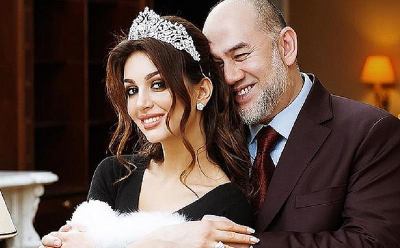 https: img.okezone.com content 2021 02 01 612 2354539 prahara-ratu-kecantikan-rusia-dan-mantan-raja-malaysia-terungkap-dalam-pernikahannya-ada-istri-rahasia-mqatXGPZVE.jpg