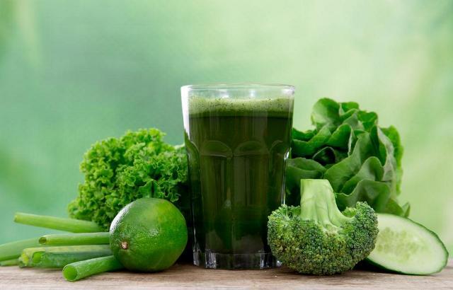 https: img.okezone.com content 2021 02 01 620 2354509 daftar-sayuran-kaya-nutrisi-yang-baik-diolah-jadi-minuman-smoothies-GIvEQaE7kR.jpg
