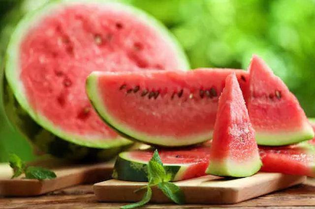 https: img.okezone.com content 2021 02 01 620 2354749 wajib-tahu-4-manfaat-semangka-untuk-kesehatan-tubuh-s0trIa65jZ.jpg
