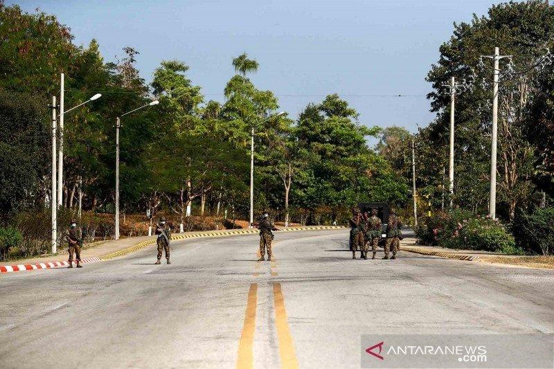 https: img.okezone.com content 2021 02 02 18 2355373 myanmar-tutup-bandara-internasional-yangon-saat-kudeta-militer-CN5MfZ8W1S.jpg