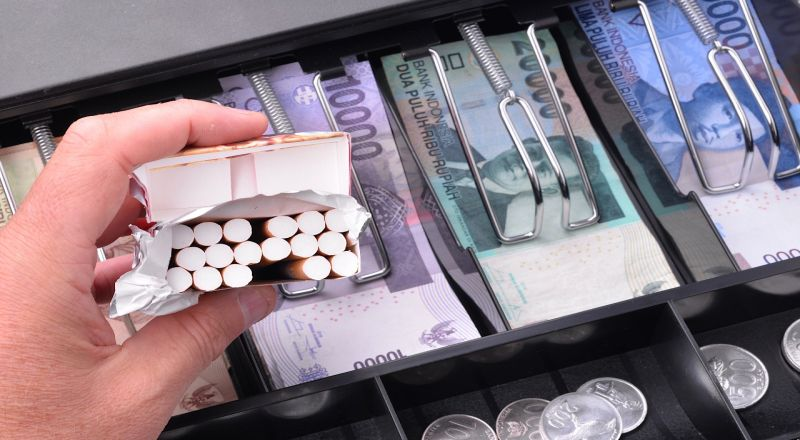 https: img.okezone.com content 2021 02 02 320 2355041 tarif-cukai-naik-produksi-rokok-bakal-turun-3-3-di-2021-EULJLtBqXE.jpg