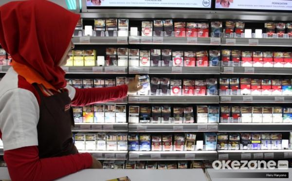 https: img.okezone.com content 2021 02 02 320 2355065 cukai-bikin-harga-rokok-naik-kemenkeu-aturan-ini-pertimbangkan-jumlah-perokok-y3U1iW6geB.jpg