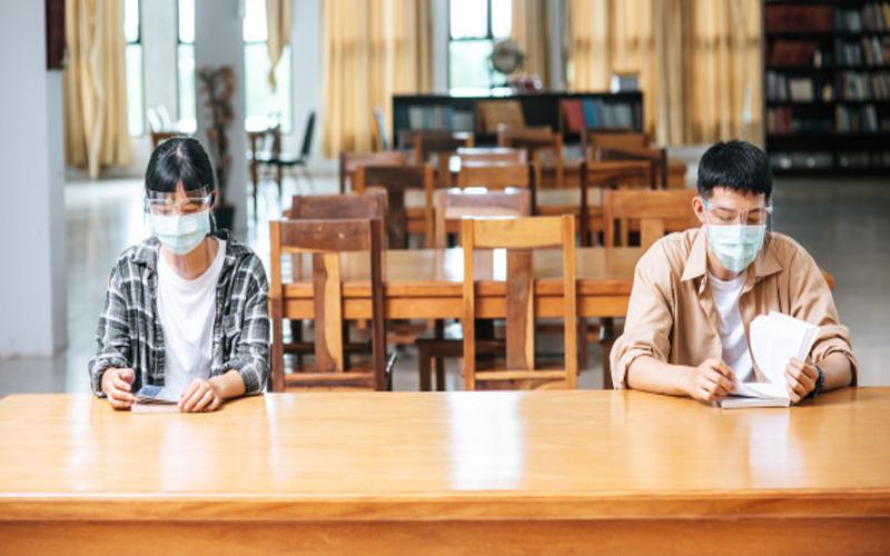 https: img.okezone.com content 2021 02 02 65 2355243 dunia-kampus-saat-pandemi-ketika-dosen-dan-mahasiswa-terpisah-layar-monitor-s8JRPVszyr.jpg