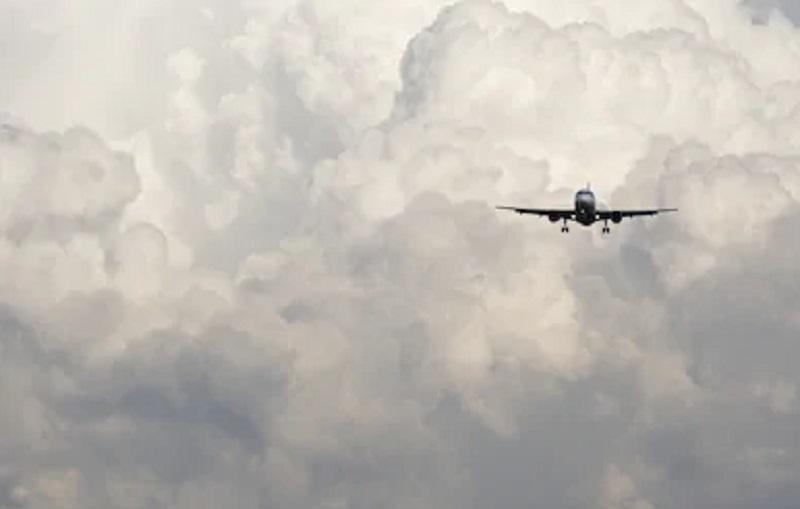 https: img.okezone.com content 2021 02 03 320 2356031 cuaca-buruk-pilot-sriwijaya-air-sj-182-sempat-ganti-arah-uqAxj1IDia.jpg