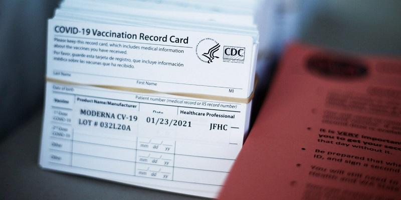 https: img.okezone.com content 2021 02 03 481 2355775 alasan-foto-kartu-vaksinasi-covid-19-baiknya-tak-diunggah-ke-sosmed-9hRo23js72.jpg