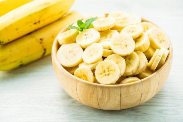 https: img.okezone.com content 2021 02 03 481 2355793 3-cara-mengonsumsi-pisang-untuk-menurunkan-berat-badan-fI7dxAYc5J.jpg