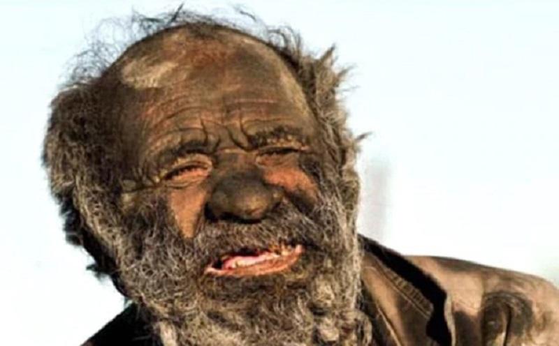 https: img.okezone.com content 2021 02 03 612 2355642 pria-terkotor-dunia-tidak-mandi-selama-65-tahun-P99NxEPjNN.jpg