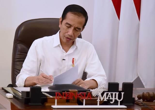 https: img.okezone.com content 2021 02 04 337 2356182 presiden-jokowi-resmi-naikkan-gaji-anggota-ombudsman-hingga-rp29-juta-WPb4rixAaS.jpg