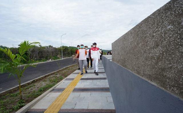 https: img.okezone.com content 2021 02 04 406 2356114 gaet-wisatawan-jogging-track-dibangun-di-pantai-tanjung-bira-ke-titik-nol-sulawesi-1Y8ocBtxPf.JPG
