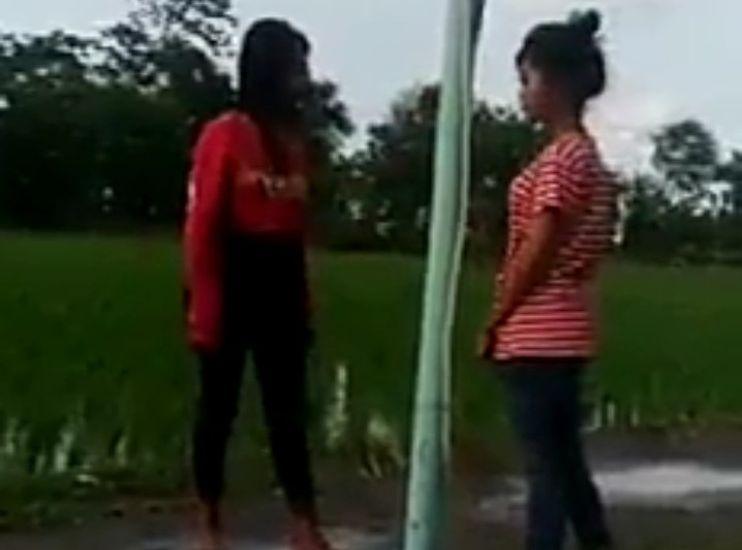 https: img.okezone.com content 2021 02 04 525 2356385 viral-video-bullying-gadis-abg-di-indramayu-polisi-periksa-pelaku-TYEKhbEBBW.jpg