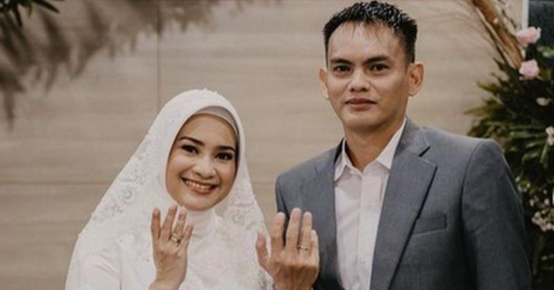 https: img.okezone.com content 2021 02 05 33 2357171 selamat-ikke-nurjanah-menikah-dengan-karlie-fu-R9FqZiecsn.jpg