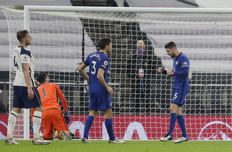 https: img.okezone.com content 2021 02 05 45 2356768 penalti-jorginho-bantu-chelsea-tinggalkan-tottenham-hotspur-1-0-yYpLfGoLa3.JPG