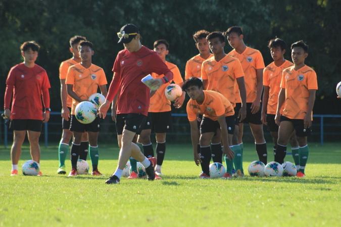 https: img.okezone.com content 2021 02 05 51 2356867 daftar-36-pemain-timnas-indonesia-u-22-untuk-sea-games-2021-ada-19-personel-senior-AoQEVIIWvX.jpg