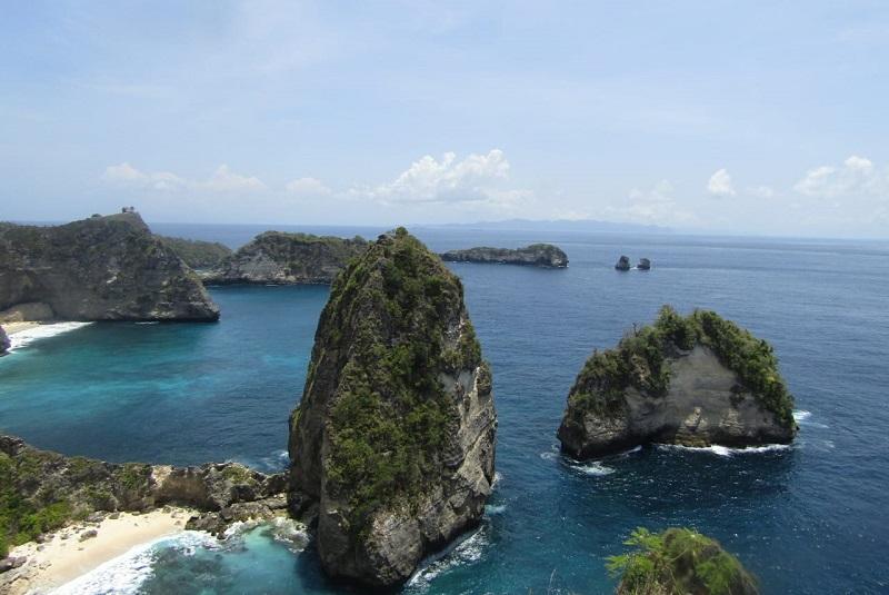 https: img.okezone.com content 2021 02 05 549 2357322 jelajah-nusa-penida-primadona-wisata-pantai-di-bali-yXiylYIpOI.jpg
