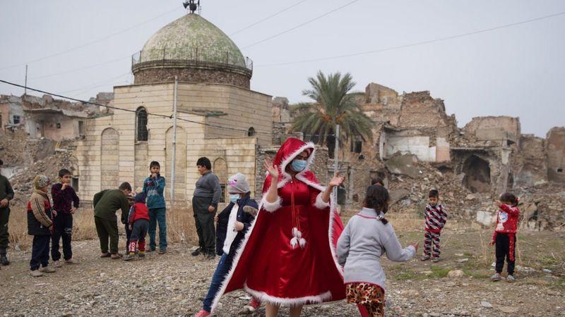 https: img.okezone.com content 2021 02 06 18 2357445 warga-muslim-dan-kristen-gotong-royong-bangun-masjid-gereja-yang-hancur-di-tangan-isis-0itGhrAus6.jpg