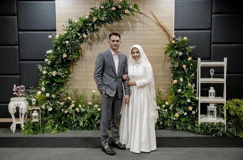 https: img.okezone.com content 2021 02 06 194 2357587 berbalut-hijab-dan-gaun-cantik-intip-pesona-ikke-nurjanah-saat-menikah-L5TpYB0H9s.jpg