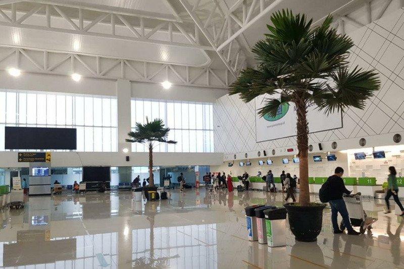 https: img.okezone.com content 2021 02 06 406 2357578 semarang-banjir-7-penerbangan-di-bandara-ahmad-yani-ditunda-ZyabpCxBrt.jpg