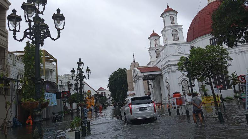 https: img.okezone.com content 2021 02 06 512 2357754 bak-kota-venesia-di-italia-ini-penampakan-banjir-di-semarang-BETImBJLj6.jpeg