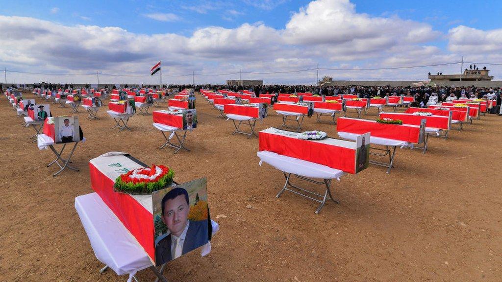https: img.okezone.com content 2021 02 07 18 2358124 pbb-sebut-isis-lakukan-genosida-di-irak-utara-kuburan-massal-dibongkar-5zeaKdTmhz.jpg