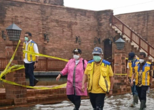 https: img.okezone.com content 2021 02 07 320 2357889 semarang-banjir-karena-hujan-ekstrem-menteri-basuki-terulang-tiap-50-tahun-mfBMMZCF9U.png
